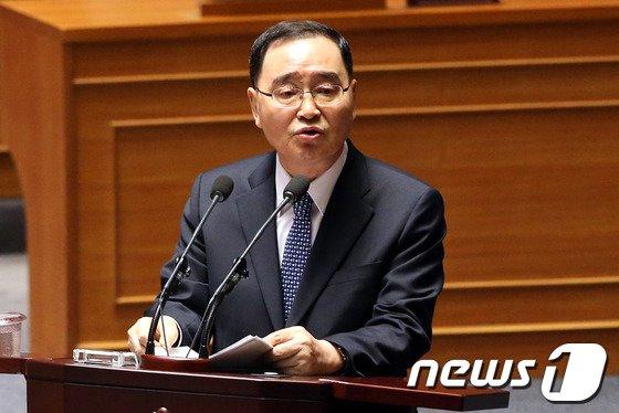"""[사진]정홍원 """"기초공천 폐지 문제는 국회 안에서"""""""