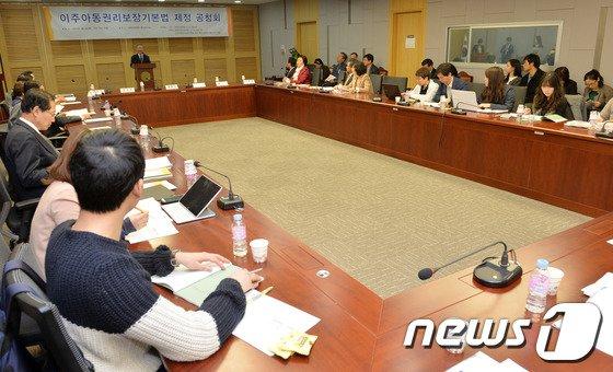 3일 서울 여의도 국회의원회관에서 열린 이주아동권리보장기본법 제정 공청회. 2014.4.3/뉴스1 © News1 박세연 기자
