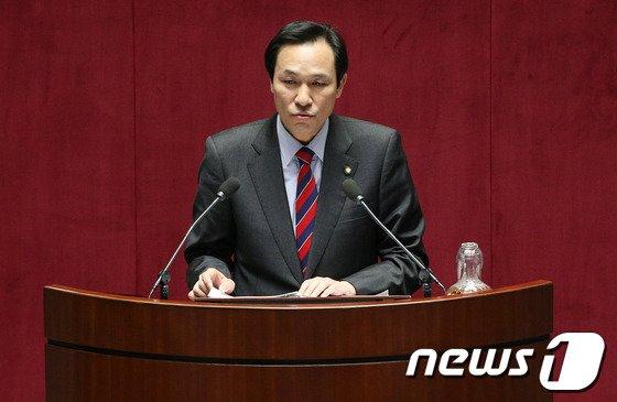 우상호 새정치민주연합 의원. 2013.11.20/뉴스1 © News1 오대일 기자
