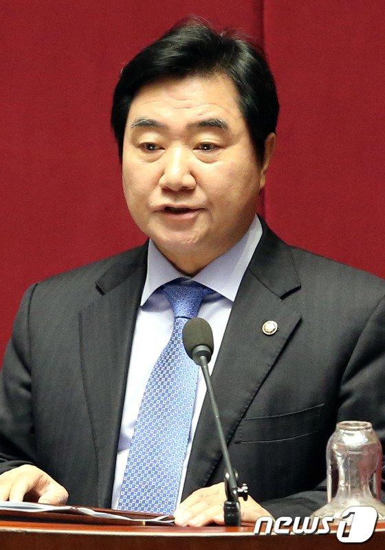[사진]대정부질문하는 이석현 의원