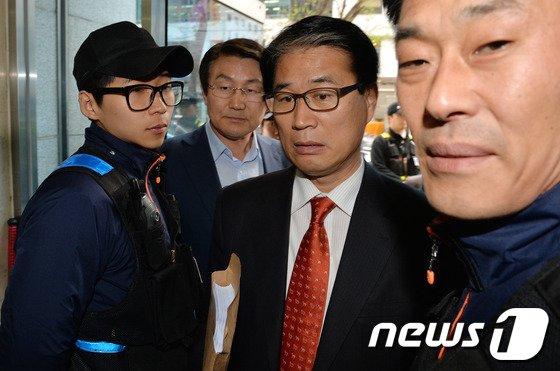 [사진]새누리당 방문하는 권오을-박승호 예비후보