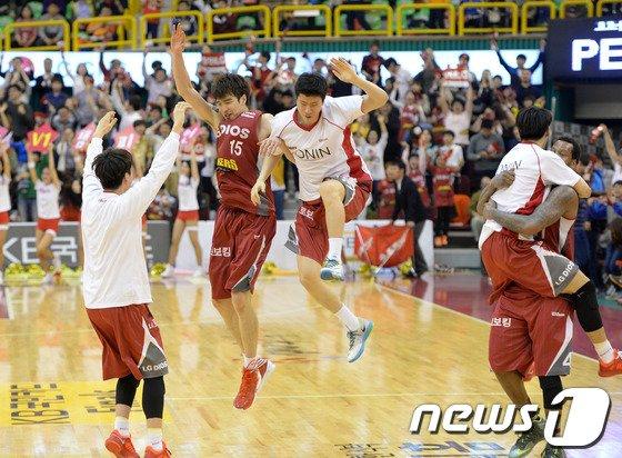 [사진]LG 세이커스 2차전 승리, 기분 최고!