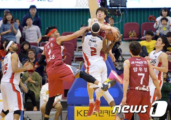 [사진]LG 김종규 '이번엔 꼭'