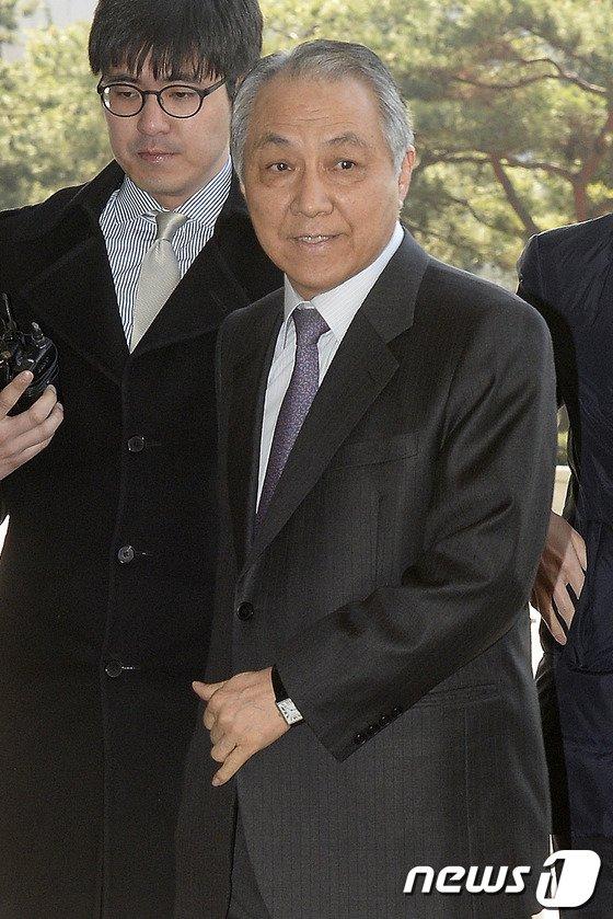 [사진]검찰, 강덕수 전 STX회장 소환