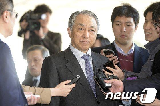 [사진]입 꾹 다문 강덕수 전 회장