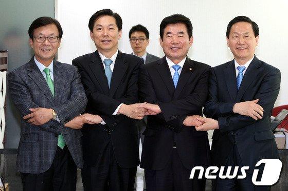 [사진]새정치민주연합, 손 맞잡은 경기지사 예비후보들