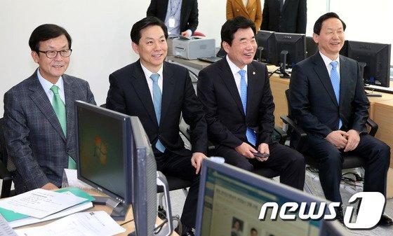 [사진]새정치연합 경기지사 예비후보 '면접 여유있게'