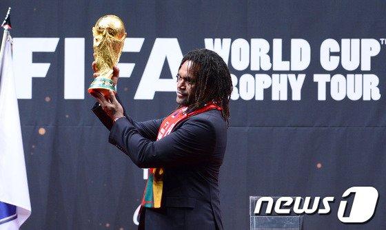 [사진]FIFA 우승 트로피, 한국 왔어요