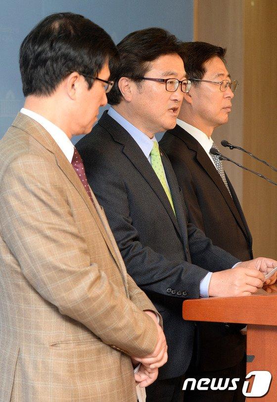[사진]여당 공천폐지 촉구하는 신경민-우원식-양승조
