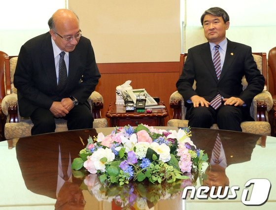 [사진]벳쇼 고로 日 대사 외교부 초치
