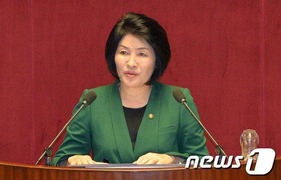 [사진]손인춘 의원, 본회의 대정부 질문