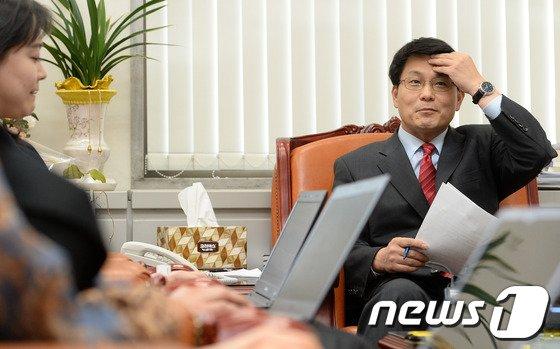 [사진]기자간담회 갖는 윤상현 원내수석부대표