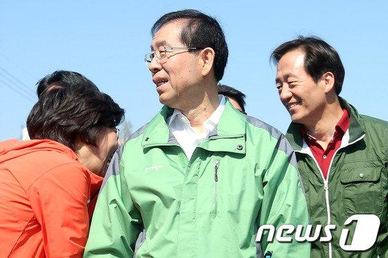 [사진]식목일 표심잡기 나선 서울시장 경쟁자들