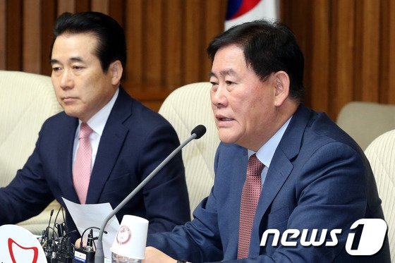 최경환 새누리당 원내대표.2014.4.4./뉴스1 © News1   이광호 기자