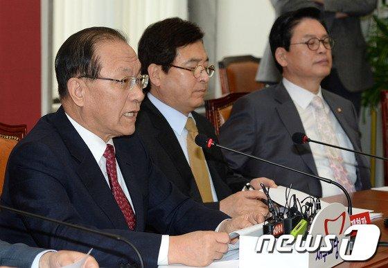 [사진]모두 발언하는 황우여 대표