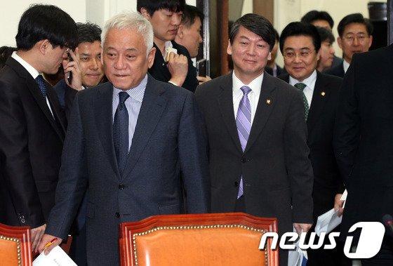 [사진]최고위 참석하는 새정치민주연합 지도부