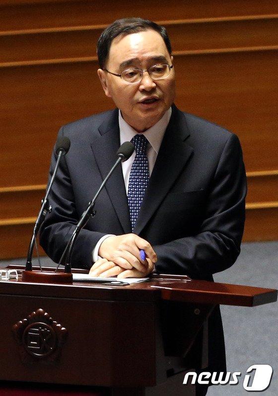 [사진]대정문질문 답하는 정홍원 총리