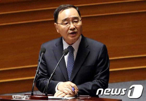 [사진]대정부질문 답하는 정홍원 총리