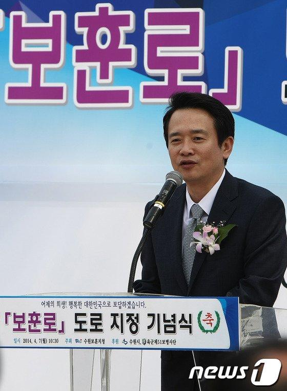 [사진]축사하는 남경필 의원