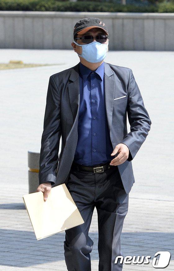 """[사진]간첩사건 증언 탈북자, """"증언유출 수사해달라"""" 검찰에 고소"""