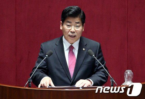 [사진]대정부질문하는 이이재 의원