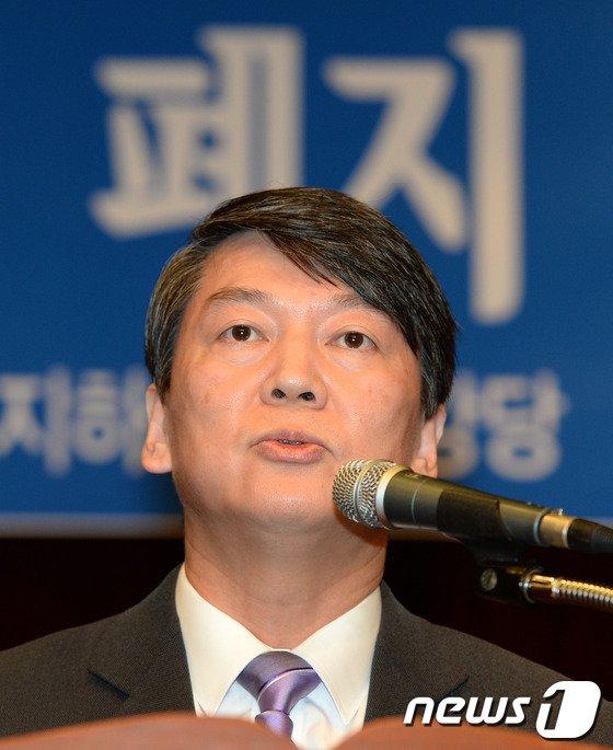 [사진]안철수, 기초선거 정당공천 '폐지'