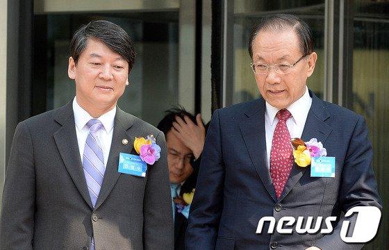 [사진]황우여-안철수 '무슨 얘기?'