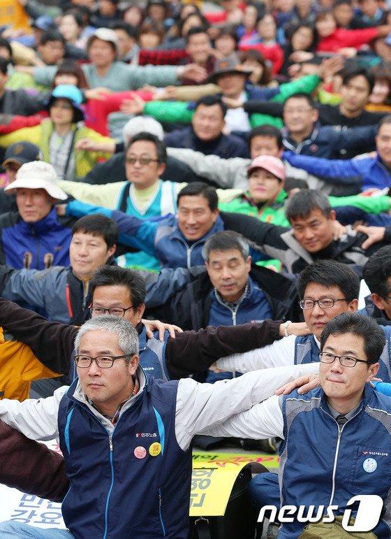[사진]공공 노동자 '어깨동무'