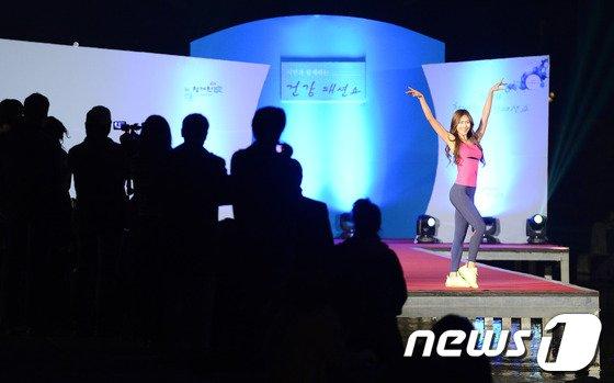 [사진]한밤의 수상 패션쇼