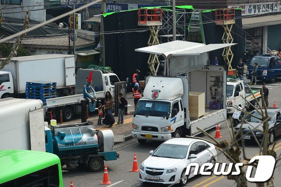 [사진]'어벤져스2 문래동 철강거리에서는 뭘 찍나?'