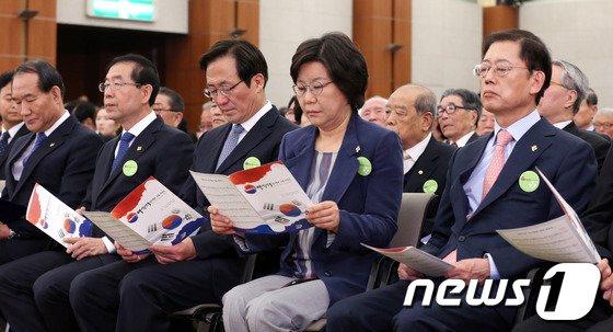 [사진]임시정부 수립 기념식에서 만난 여야 서울시장 예비후보