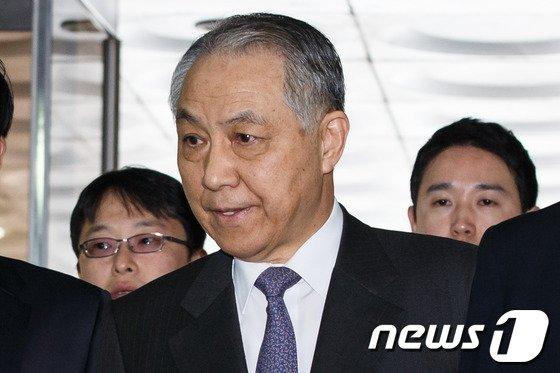 [사진]영장심사 출석한 강덕수 전 STX그룹 회장