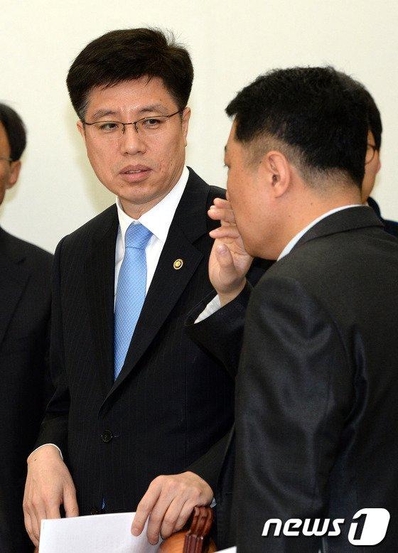 [사진]국회 복지위 법안심사소위 참석한 이영찬 차관