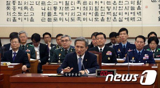 [사진]국회 법사위 출석한 김관진 장관