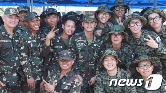 필리핀에서 태풍피해 복구를 진행하고 있는 아라우부대 장병들. (합참 제공) 2014.4.14/뉴스1 © News1