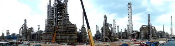 싱가포르 주롱섬의 석유화학 단지 내에 연간 386만톤의 파라자일렌·벤젠·오소자일렌 등 석유화학 제품 생산공장을 신설하는 초대형 공사인 '주롱아로마틱 콤플렉스' 현장사진. /사진제공=SK건설