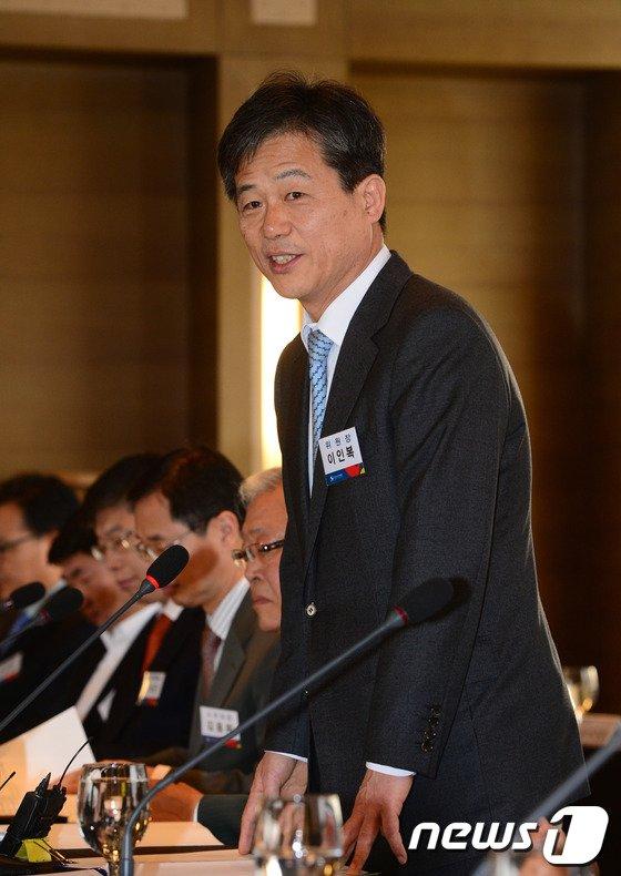 [사진]모두발언하는 이인복 중앙선거관리위원장