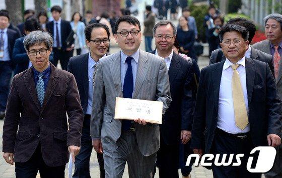 [사진]민변, 남재준 국정원장과 윤갑근 검사 등 경찰에 고발