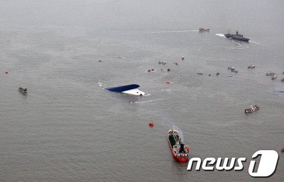 [사진]하늘에서 본 진도 여객선 침몰 장면