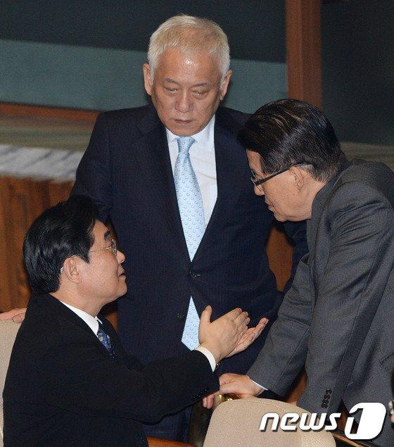 [사진]김한길·전병헌·박지원 '무슨 대화길래'