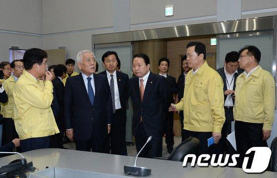 [사진]중앙재난안전대책본부 찾은 김한길 대표