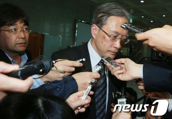 [사진]외교부 떠나는 日 대표, '협의 결과는?'
