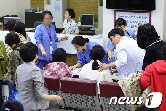 진도 여객선 침몰 사고에서 생존한 안산단원고등학교 학생들이 16일 오후 경기 안산고대병원에서 치료를 받고 있다. © News1 박지혜 기자