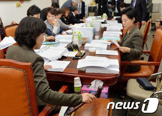 [사진]국회보건복지소위 '기초연금 등 법안심사'