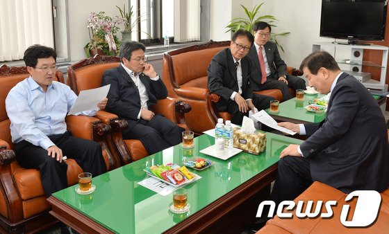 [사진]안건 논의하는 국회 정무위