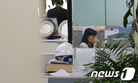 [사진]굳게 닫힌 청해진해운 사무실 '문틈 사이로 보니...'