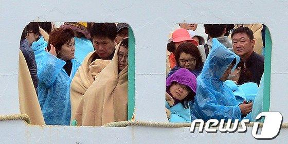 [사진]지친기색 역력한 피해자 가족들