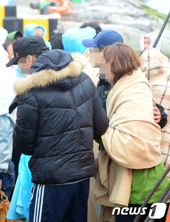 [사진]실종자 가족들 '사고해역에서 오열'