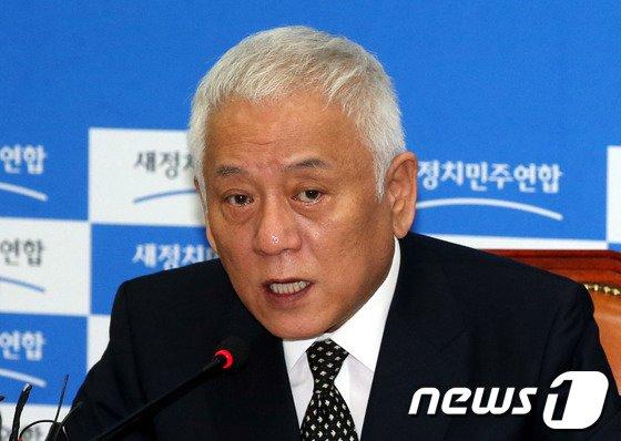 김한길 새정치민주연합 공동대표. 2014.4.18/뉴스1 © News1   이광호 기자
