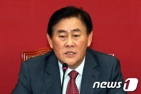 최경환 새누리당 원내대표. 2014.4.14/뉴스1 © News1   이광호 기자